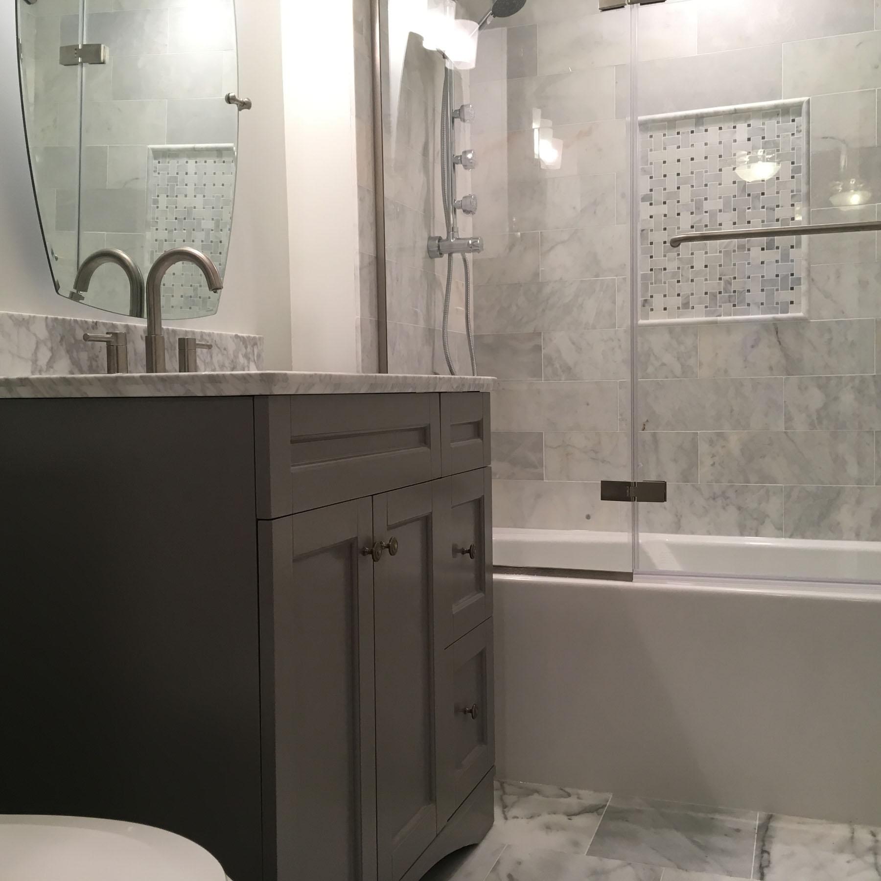 Bathroom remodeling in elmhurst sunny construction for Bath remodel gurnee