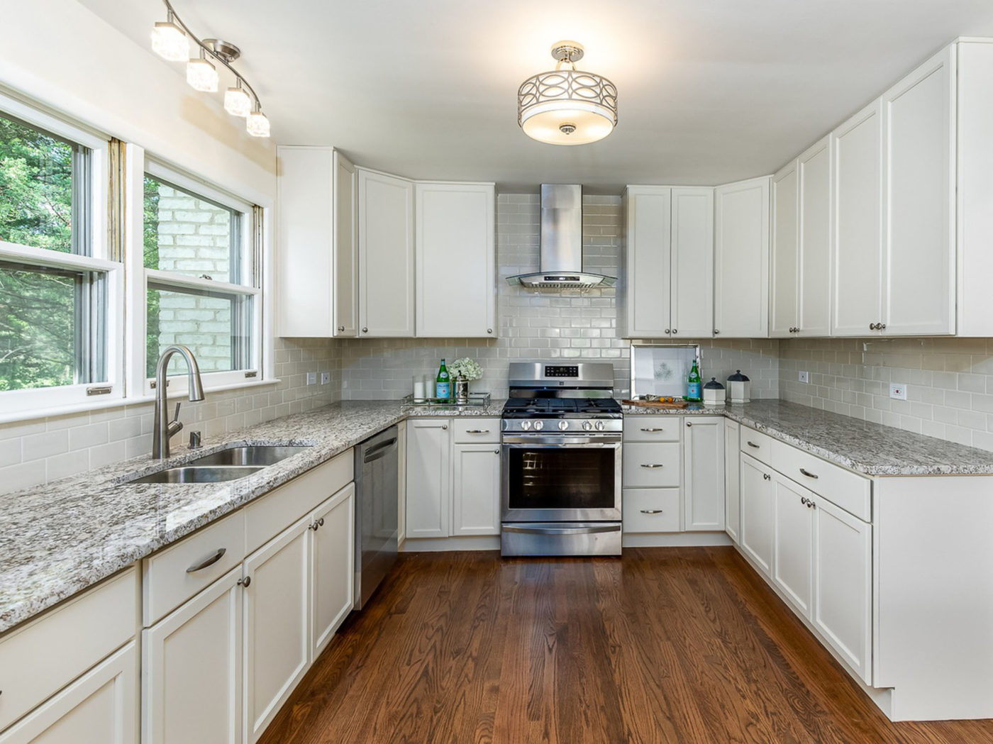 Kitchen Renovation Services and Remodeling Contractor in Schaumburg and Chicago; new kitchen hardwood flooring, cabinets, and granite countertops