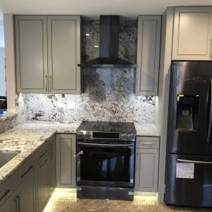 Kitchen remodeling near Chicago - granite backsplash and countertops